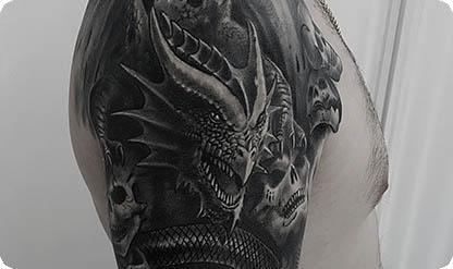 Тату дракон на плече