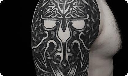 Татуировка на плече мужская