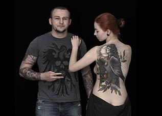 Девушка с татуировкой Гамаюна