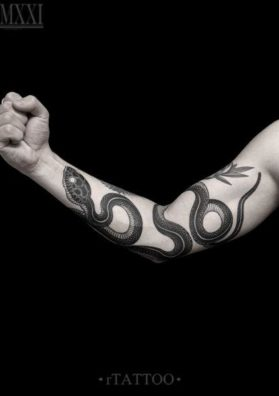 Мужская тату змея