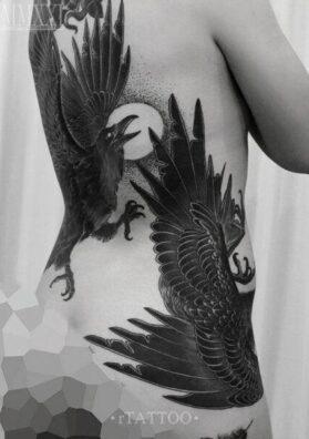 Черные вороны тату на спине