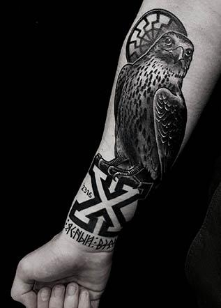 neotraditional tattoo ястреб