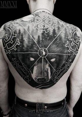Тату медведь на всю спину