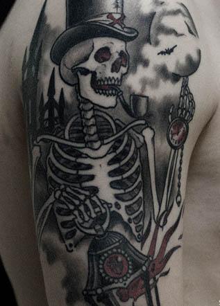 Тату на плече скелет