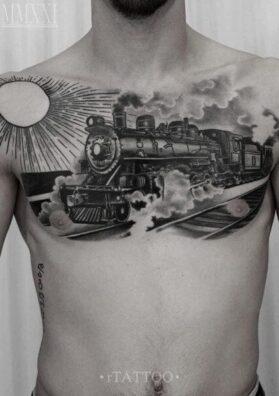 Тату на всю груди поезд