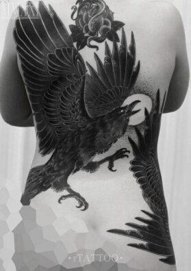 Тату вороны на спине
