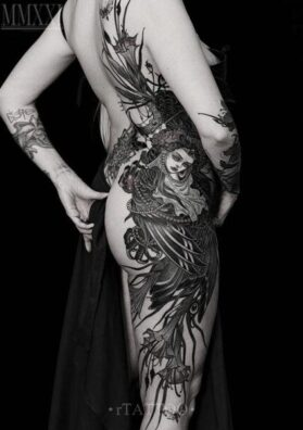 Татуировка Гамаюн на боку