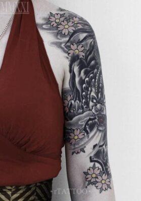 Татуировка на руке женская