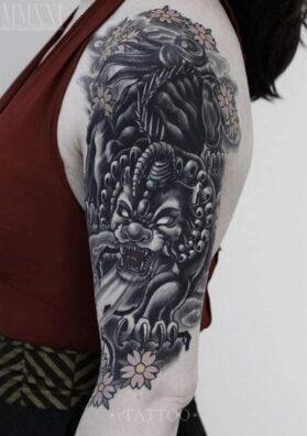 Татуировка пиксу на руке