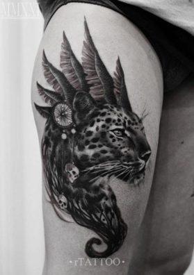 Тату леопард на бедре