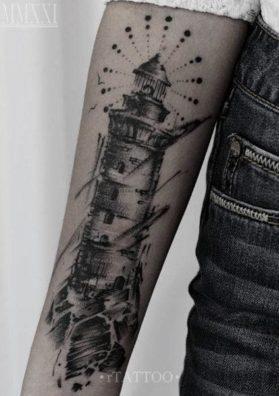 Тату маяк на руке