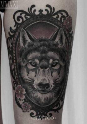 Тату волк на бедре 1