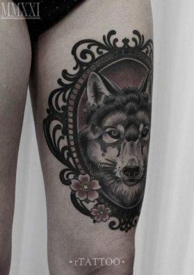 Тату волк на бедре 2