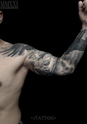 Гора татуировка на руке